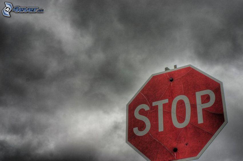 stop, señal de tráfico, nubes oscuras