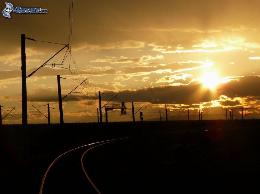 ferrocarril, carril, puesta de sol en las nubes