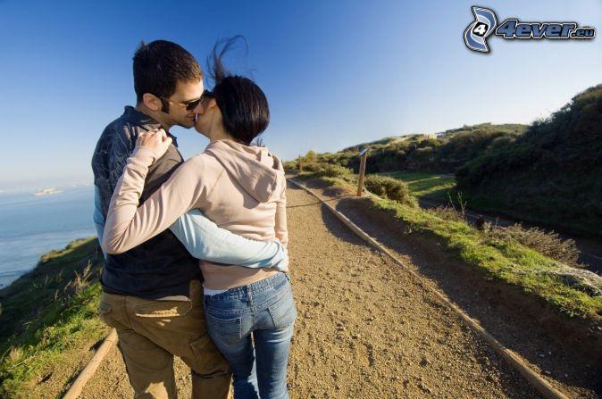couple, baiser, trottoir, mer
