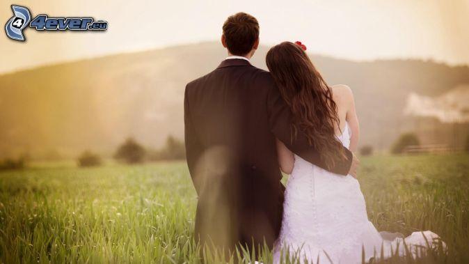 couple de mariage, étreinte