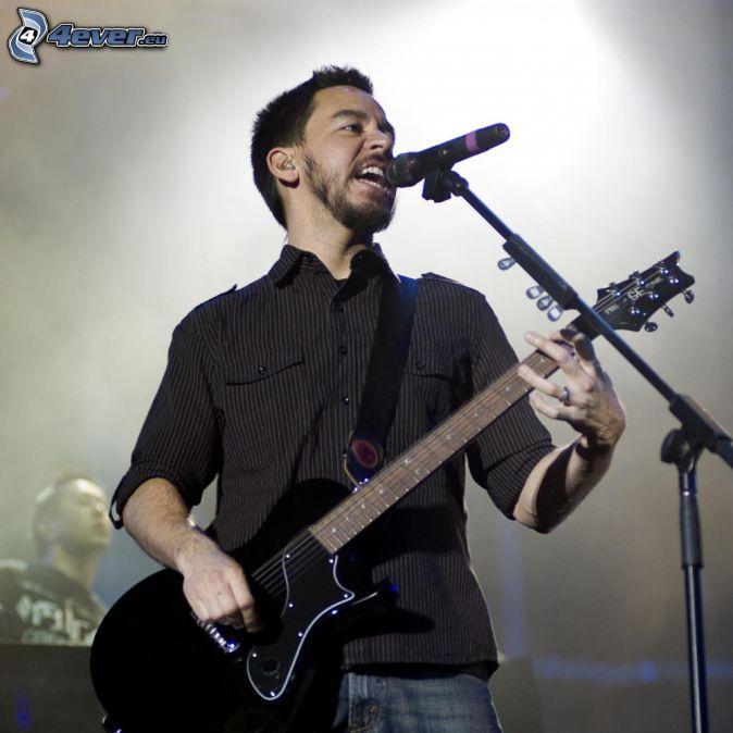 Mike Shinoda, Guitariste, chant, concert