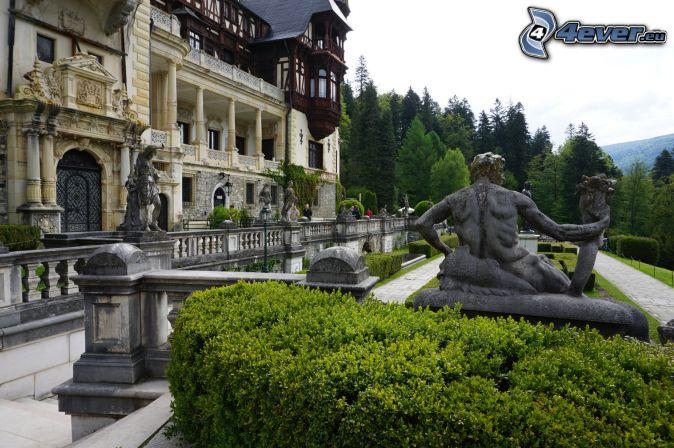 le Château de Peles, statue, trottoir