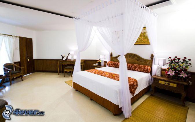 chambre à coucher , grand lit , baldaquin