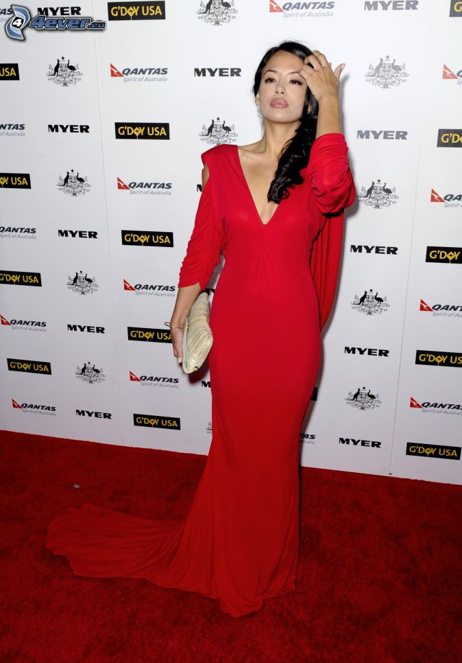Stephanie Jacobsen, robe rouge