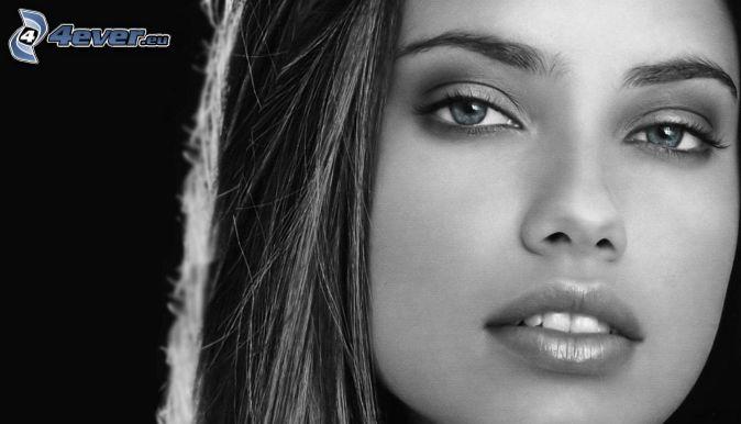 belle-femme-visage,-photo-noir-et-blanc-235627