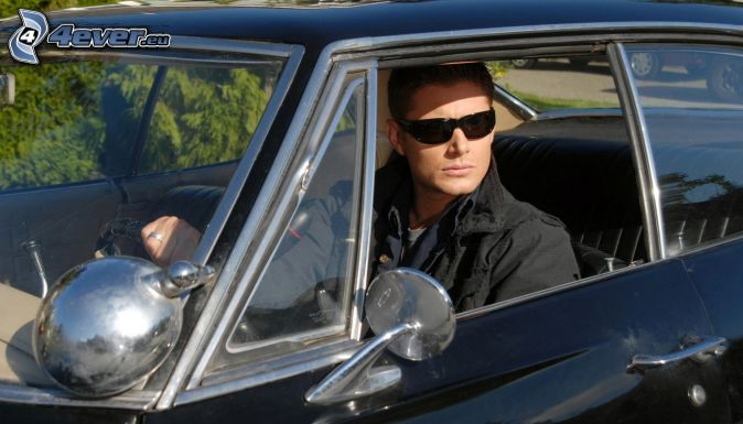 homme, lunettes de soleil, voiture