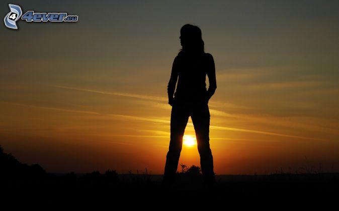 silhouette de femme, coucher du soleil
