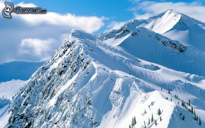 montagnes enneigées, nuages
