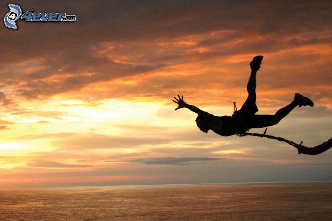 Nouveau record de saut libre à 41 419 mètres d'altitude