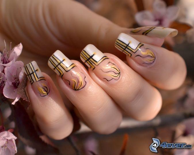 ongles peints, doigts