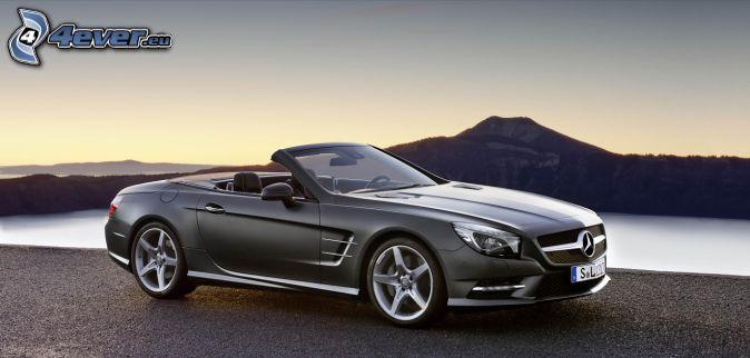 Mercedes SL, cabriolet, lac, colline
