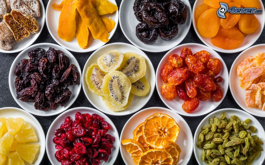 figues sèches, pruneaux, abricots secs, dattes sèches, kiwi séché, ananas, mangue, oranges séchées