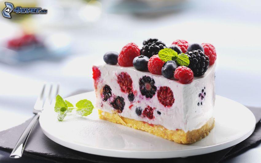 gâteau, les fruits forestiers, műres sauvages, framboises, myrtilles