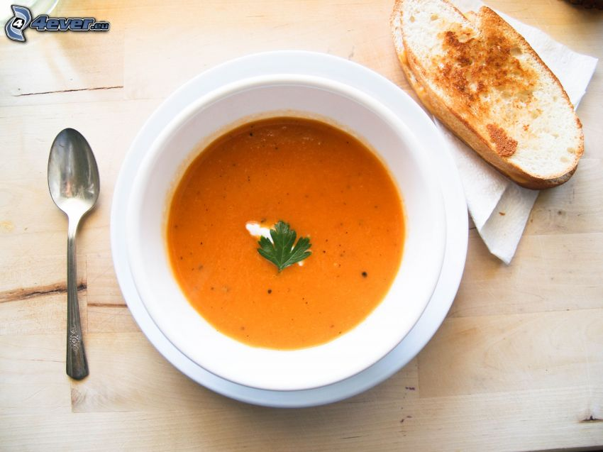 soupe à la tomate, cuillère, toast
