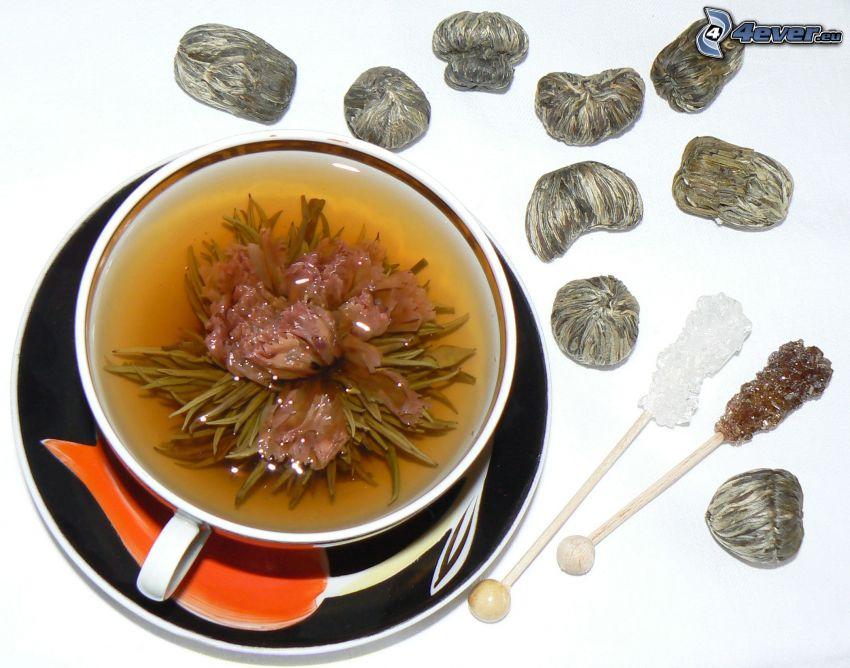thé de floraison, tasse du thé, sucre