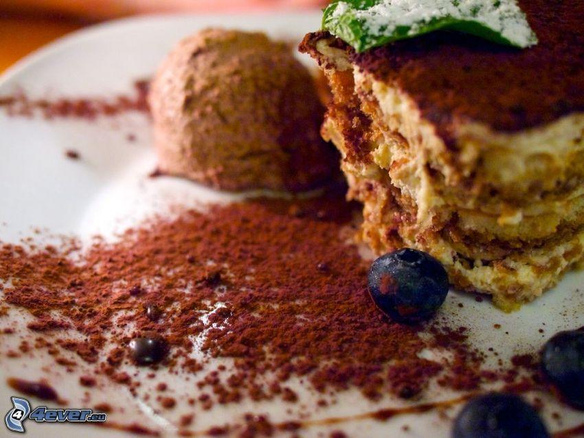 tiramisu, crème glacée, myrtilles, cacao