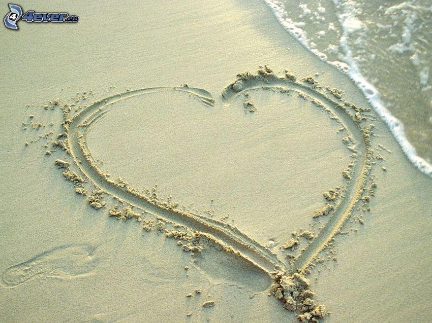 cœur dans le sable