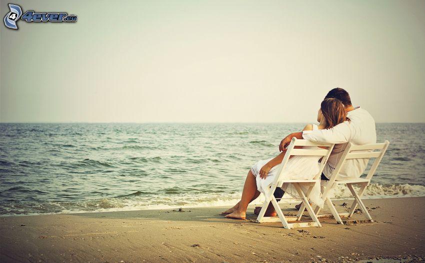 couple près de la mer, ouvert mer, chaises