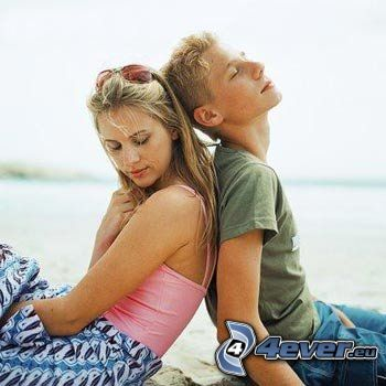 couple sur la plage, amour, romantique
