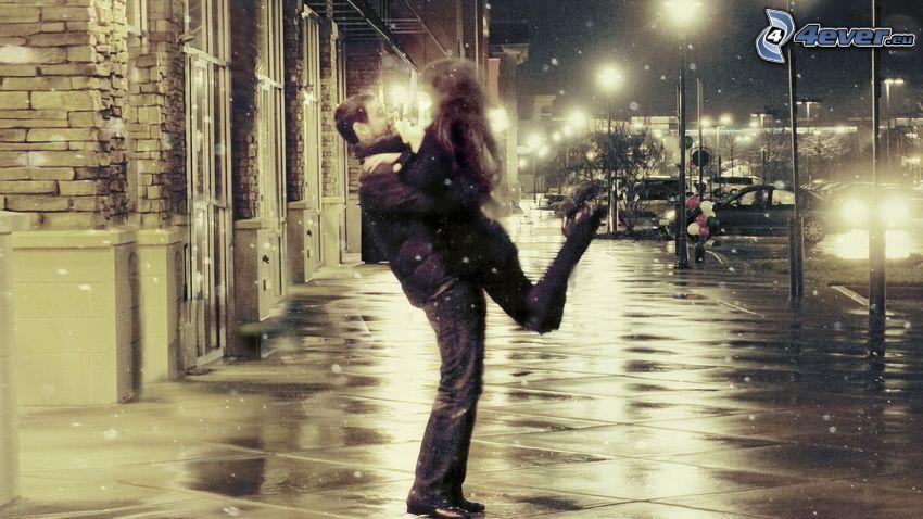 embrassent joyeux, couple dans une étreinte, bienvenue, rue, ville