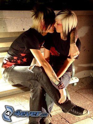 emo couple, amour, étreinte, baiser