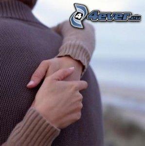 étreinte, amour, mains, pull