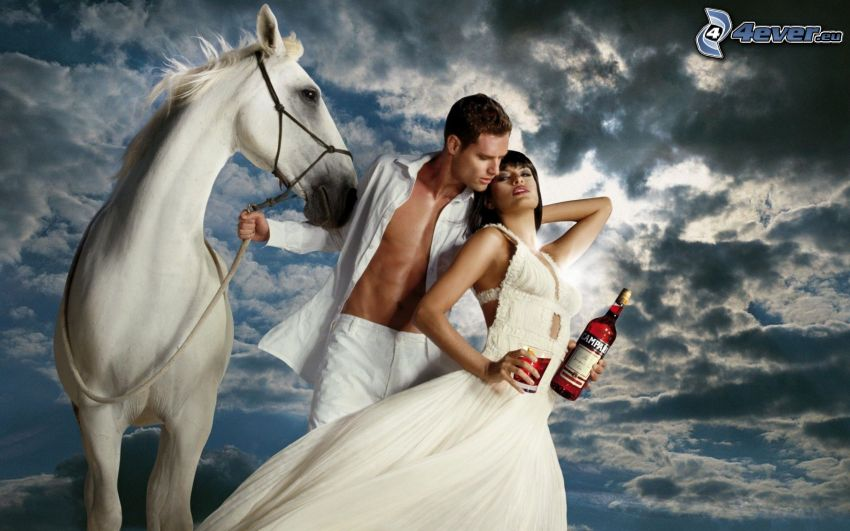 Eva Mendes, homme, robe blanche, cheval blanc, bouteille, nuages