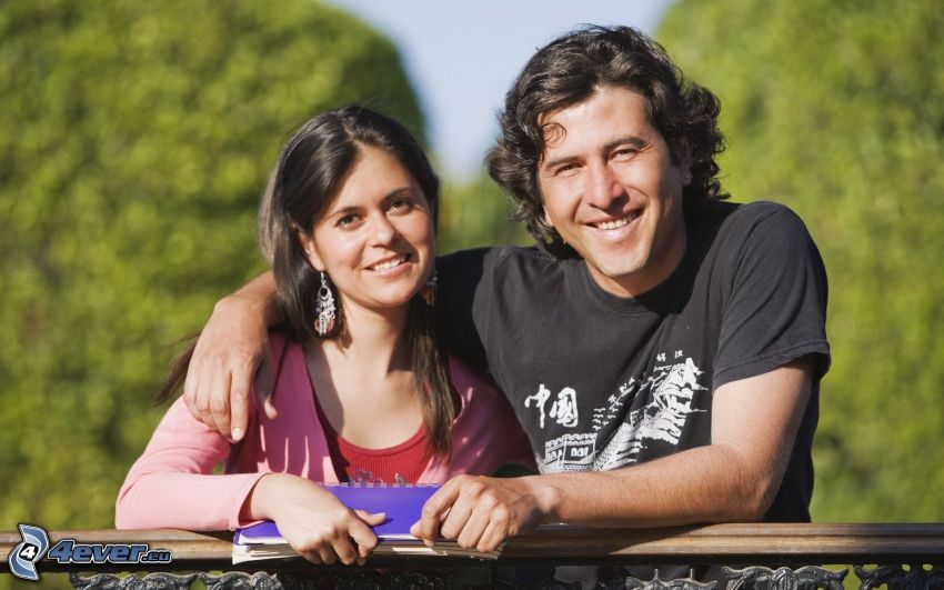 heureux couple, étreinte