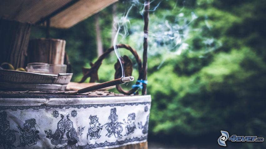 bâtons d'encens, fumée