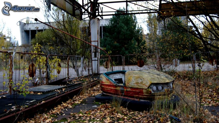 autodrom, Pripiat, Tchernobyl, les feuilles d'automne, arbres