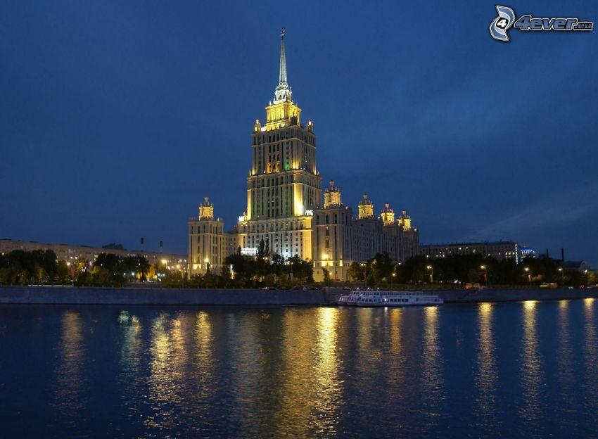 bâtiment, Moscou, soirée, éclairage, rivière