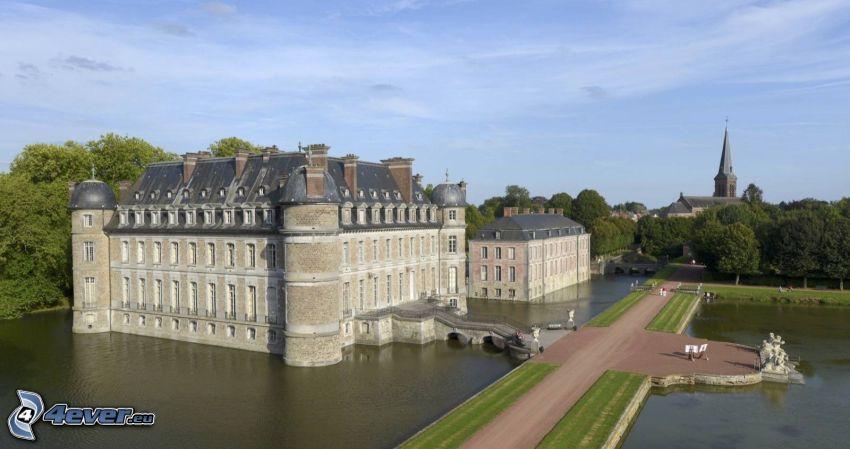 Château de Belœil, trottoir, lac
