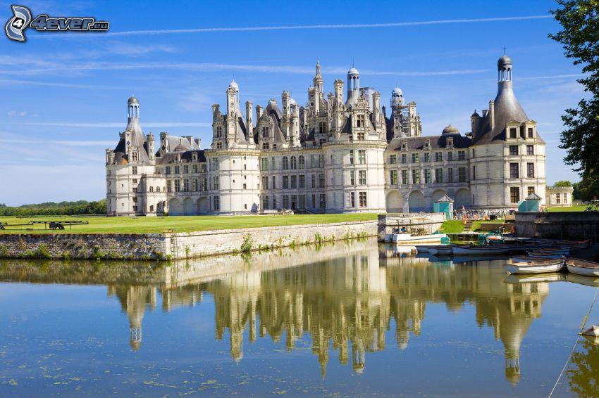 Château de Chambord, rivière, bateaux