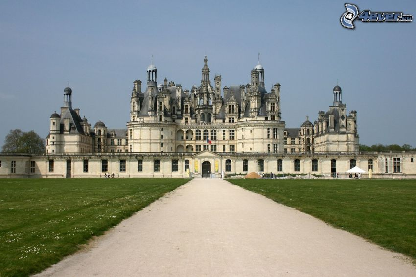 Château de Chambord, route, pelouse