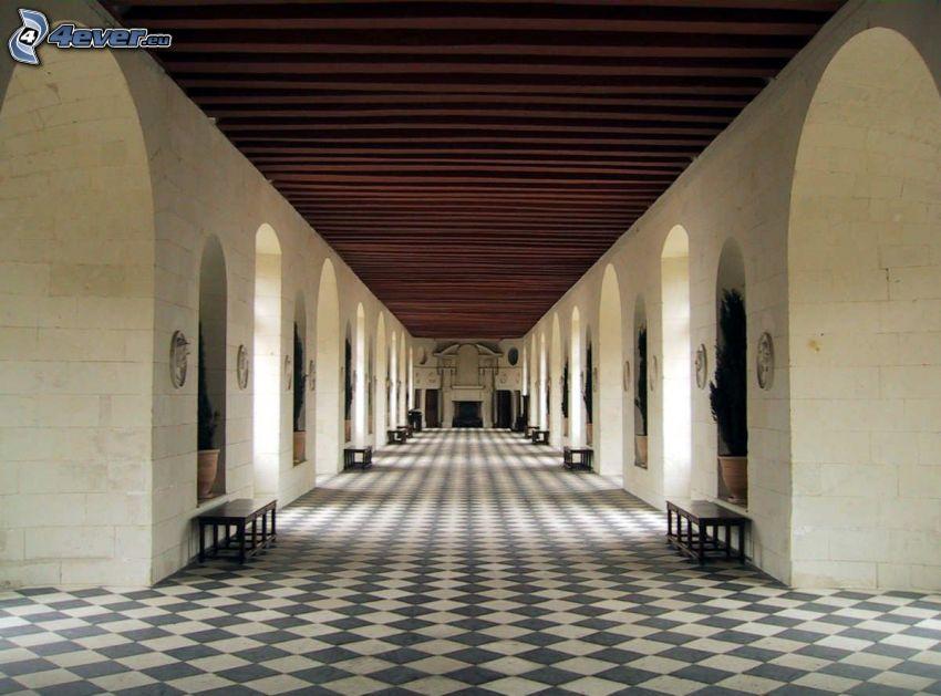 Château de Chenonceau, couloir, bancs, les fenêtres