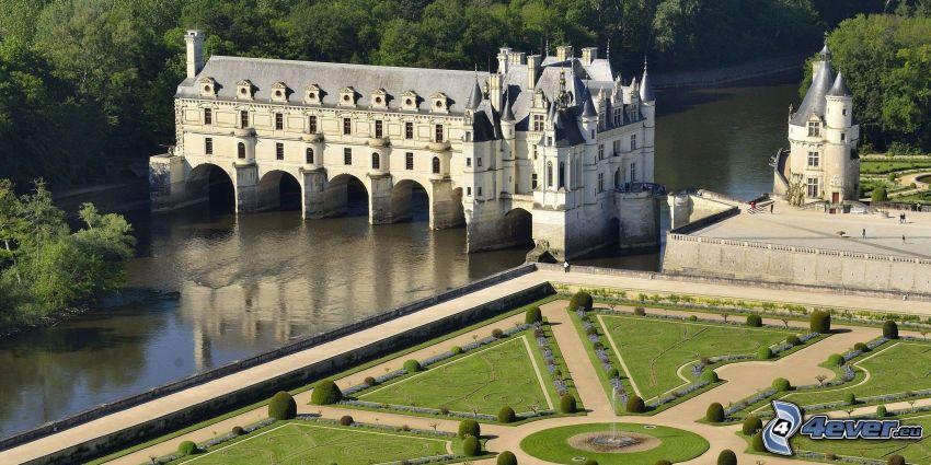 Château de Chenonceau, parc, trottoir, rivière
