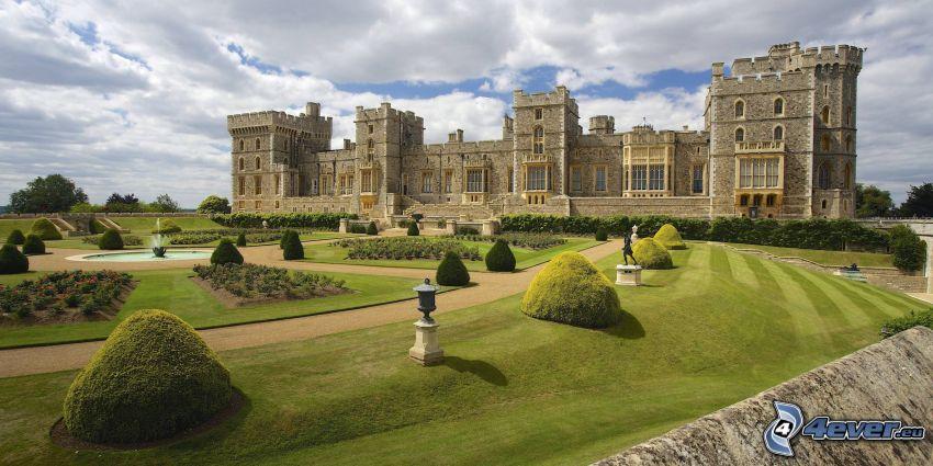 Château de Windsor, parc, trottoir, fontaine, arbustes