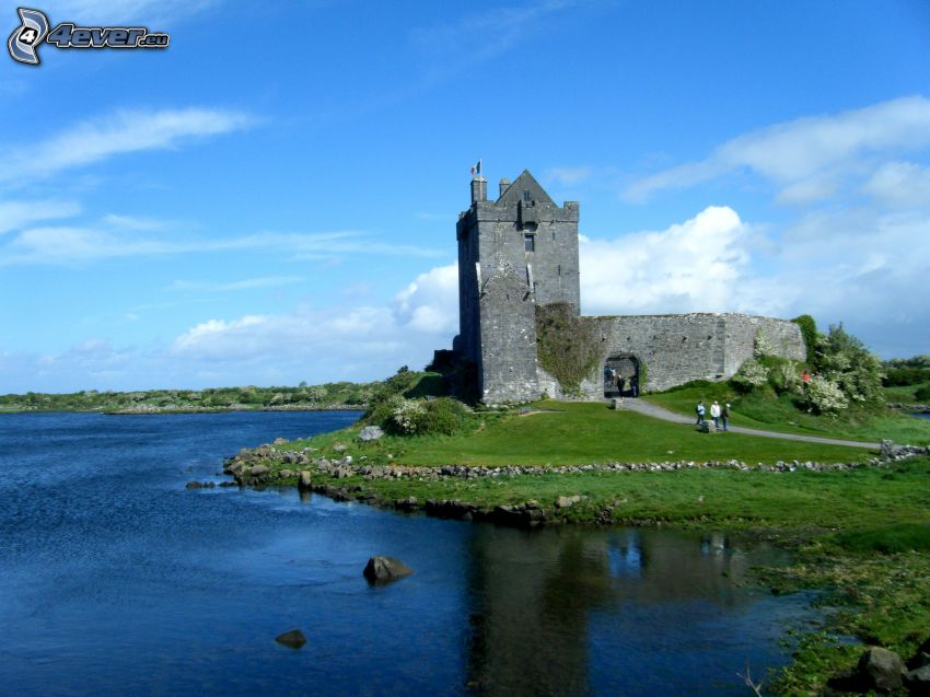 Dunguaire Castle, lac