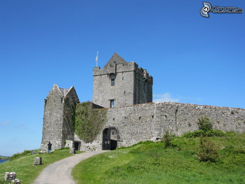 Dunguaire Castle, trottoir