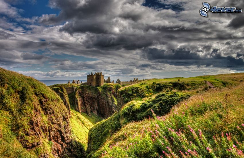 Dunnottar, rochers, nuages sombres, HDR