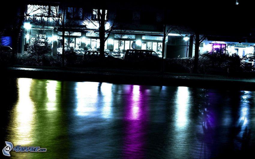 maison illuminée, lac, soirée