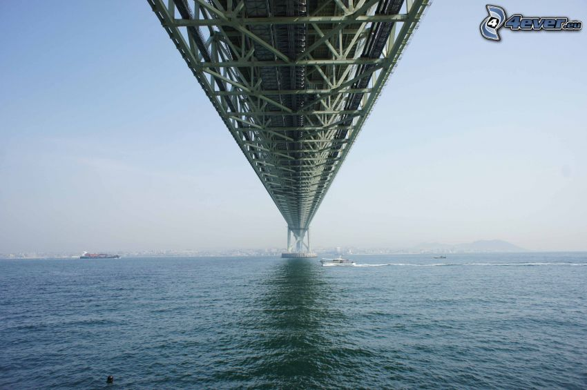 Akashi Kaikyo Bridge, sous le pont