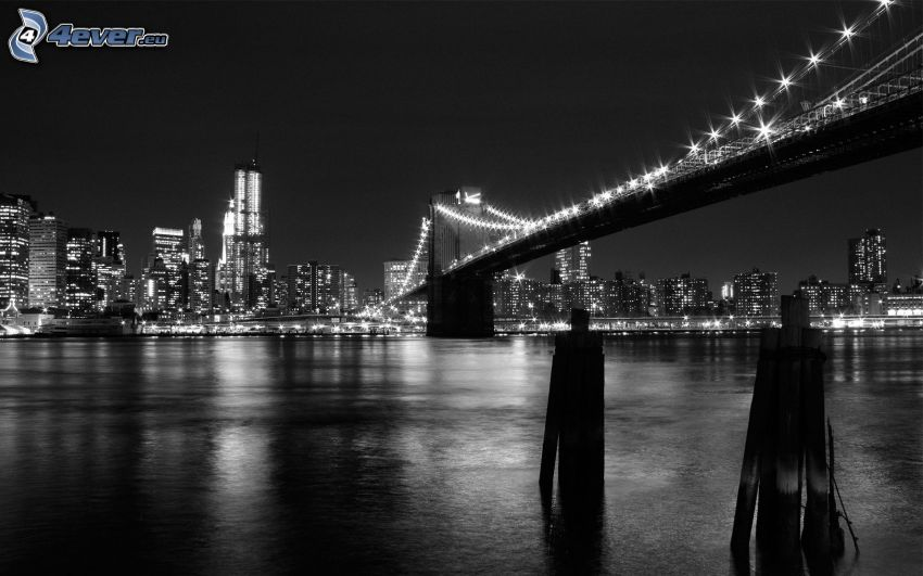Brooklyn Bridge, pont illuminé, New York dans la nuit, USA, rivière, noir et blanc