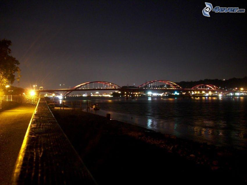 Guandu Bridge, barrage, nuit