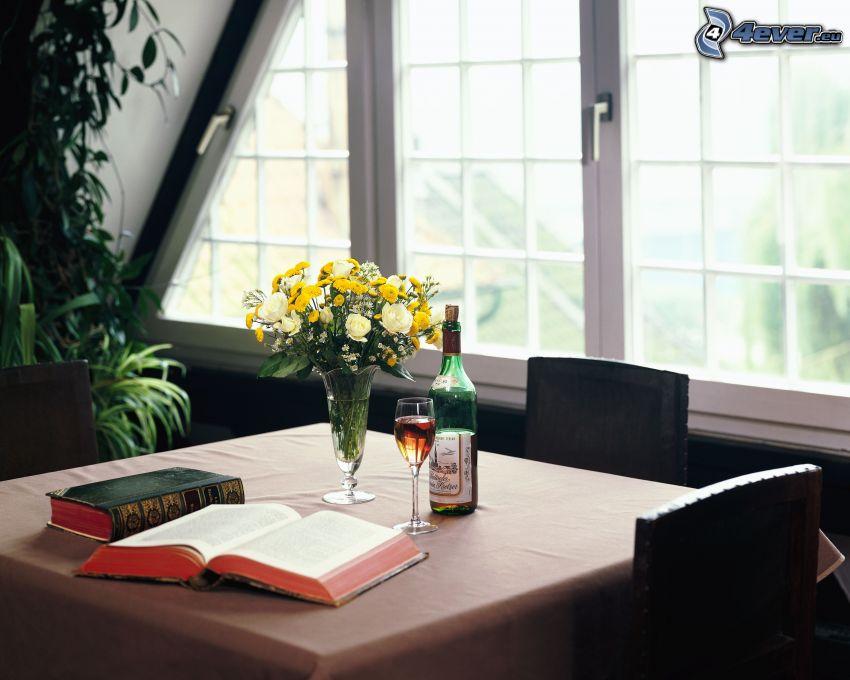 table dressée, vin, fleurs, Bible, livres anciens, fenêtre