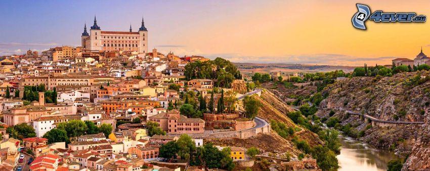 Alcázar de Toledo, Tolède, après le coucher du soleil, ciel jaune