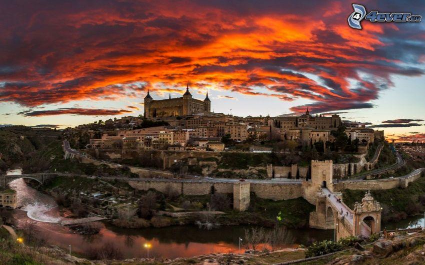 Alcázar de Toledo, Tolède, ciel rouge