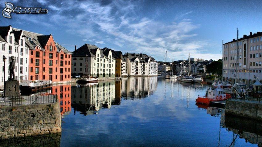 Ålesund, Norvège, rivière, maisons, mer