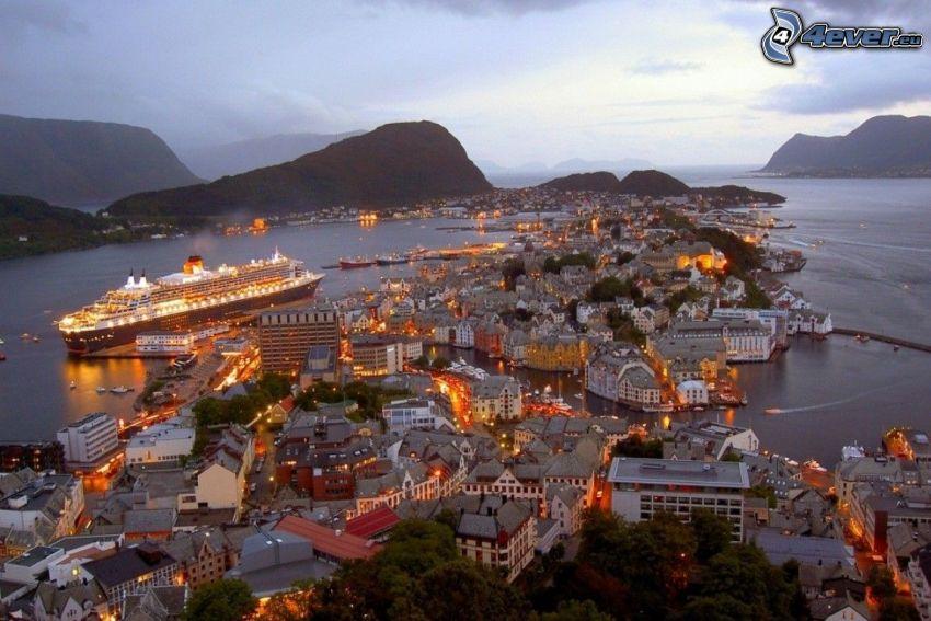 Ålesund, Norvège, station balnéaire, ville de nuit