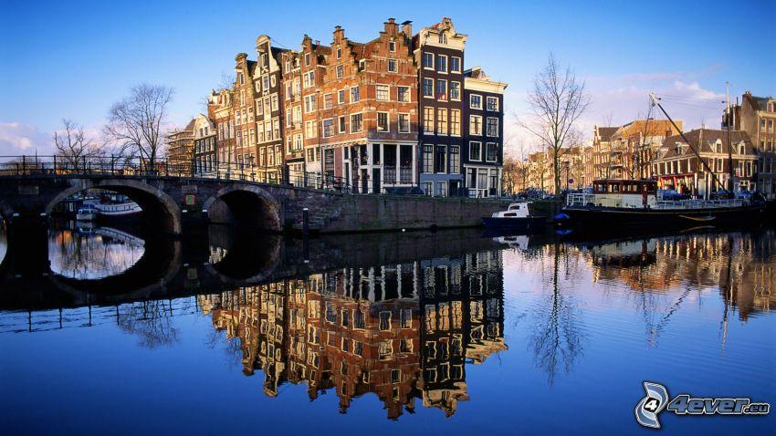 Amsterdam, fossé, pont de pierre, maisons